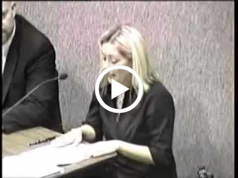 الأخت تطلق غازات ومو داريه ان المايك شغال في المحكمة