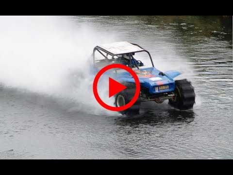 هذه السيارة تسير فوق الماء