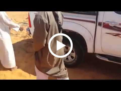 شباب سعوديين انتهت عليهم بطارية السيارة في الصحراء ماذا فعلوا
