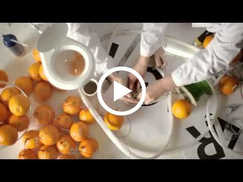 2500 برتقالة تستطيع توليد طاقة كافيه لأنارة لوحة اعلانية