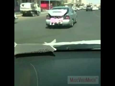 سائق ينقل طالبات مدرسة في شنطة السيارة