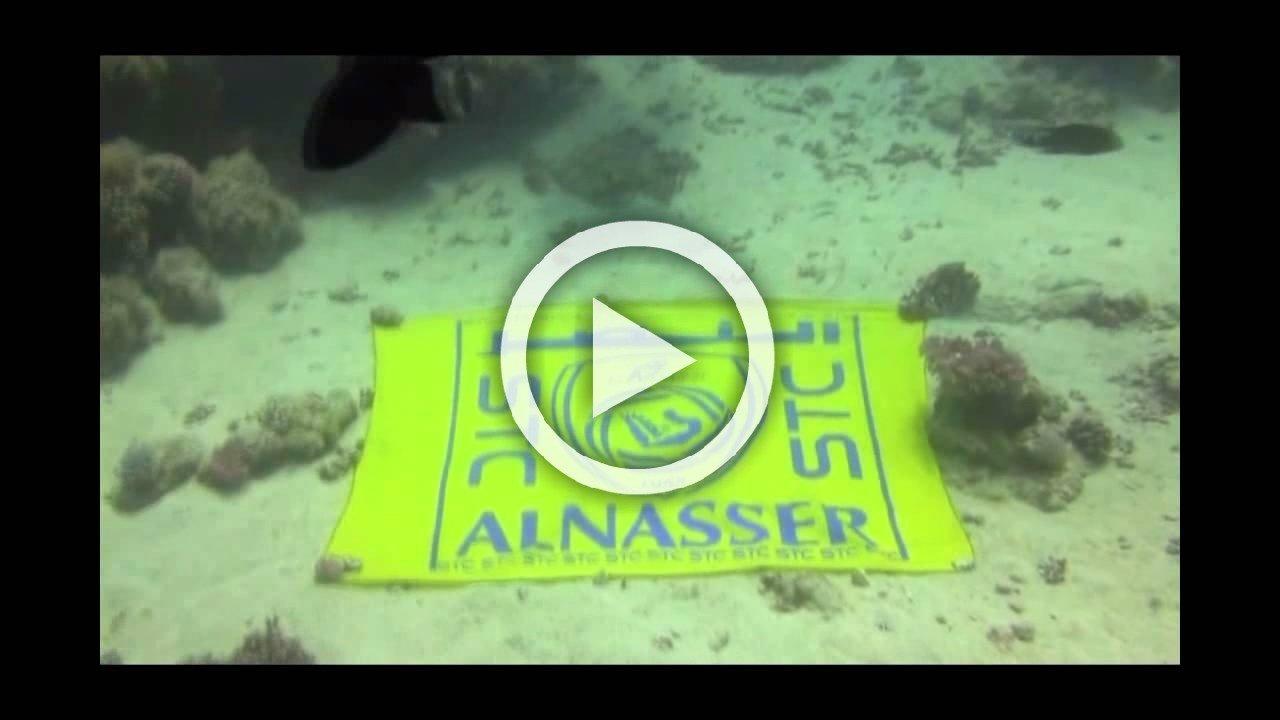 غواص نصراوي يحتفل بالنصر تحت اعماق البحار
